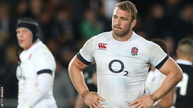 England captain Chris Robshaw looks dejected after the final whistle
