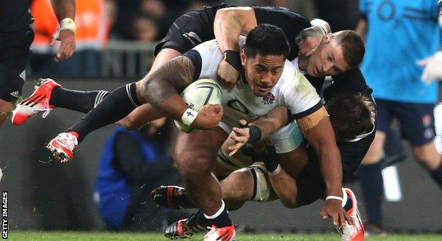 Cory Jane and Richie McCaw try to bring Manu Tuilagi to ground
