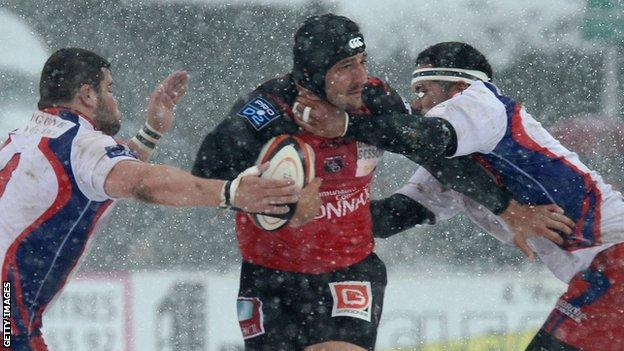 Scott Newlands in action for Oyonnax