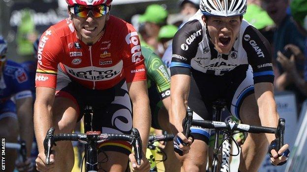 Nikias Arndt (right) wins stage three from Kris Boeckmans