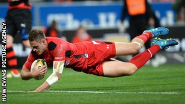 Cory Allen scores Wales' second try