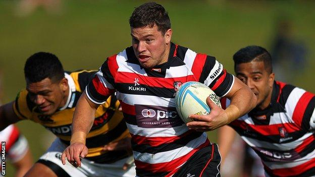 Sean Reidy (centre) in action for Counties Manukau