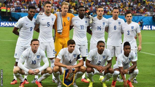 England team pose for a team photo prior to kicking off against Italy