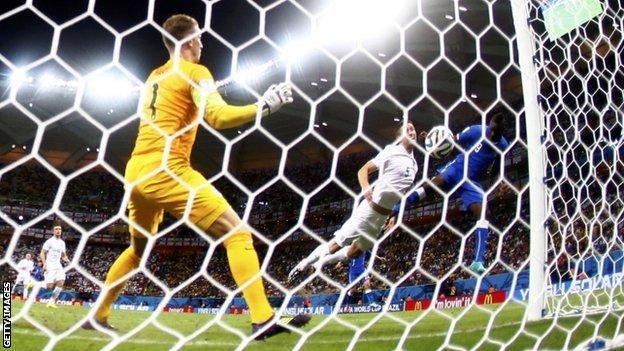 Mario Balotelli scores his winning goal