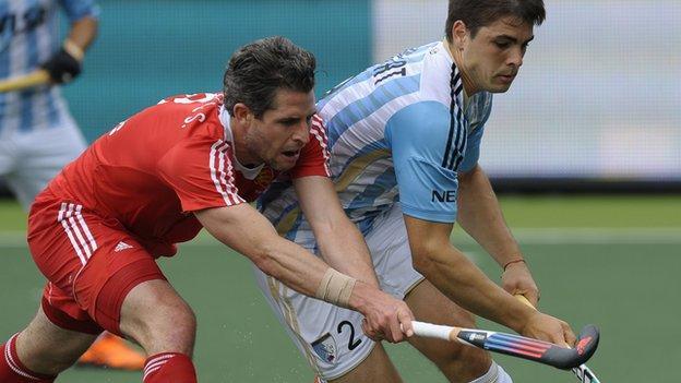 England's Simon Mantell and Argentina's Gonzalo Peillat