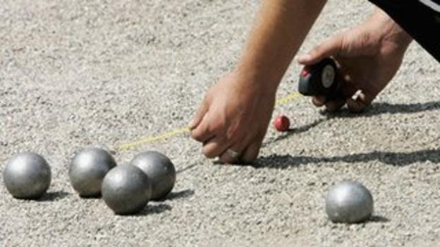 the distance between boules getting measured