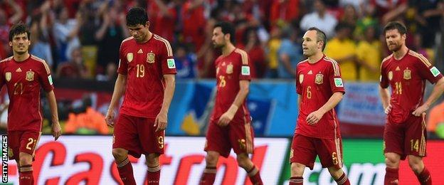 Spain cut a dejected team during their defeat by Chile