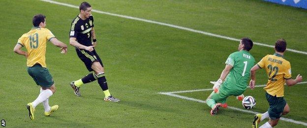 Fernando Torres scores for Spain v Australia