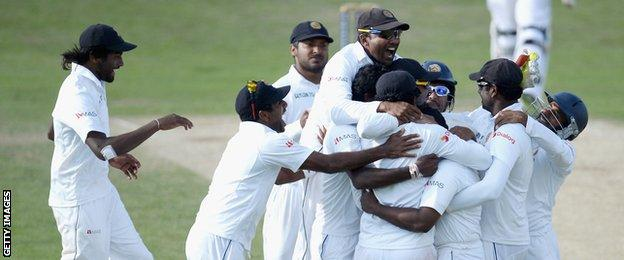 Sri Lanka celebrate Liam Plunkett's departure