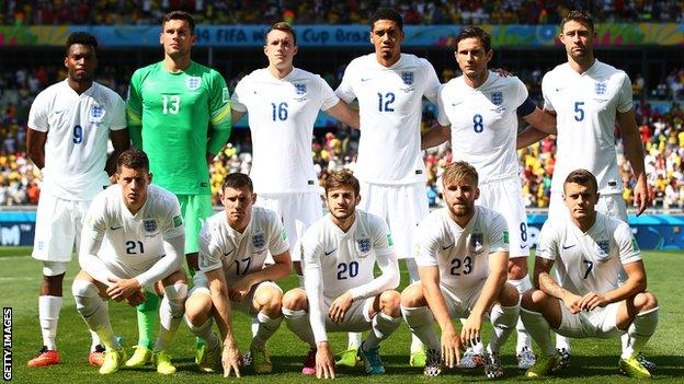 England line up before the Costa Rica game