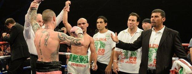 Ricky Burns retained his world title after a draw with Mexico's Raymundo Beltran