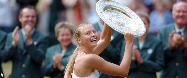Maria Sharapova lifts the trophy in 2004