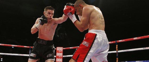 Curtis Woodhouse (right) and Willie Limond in action