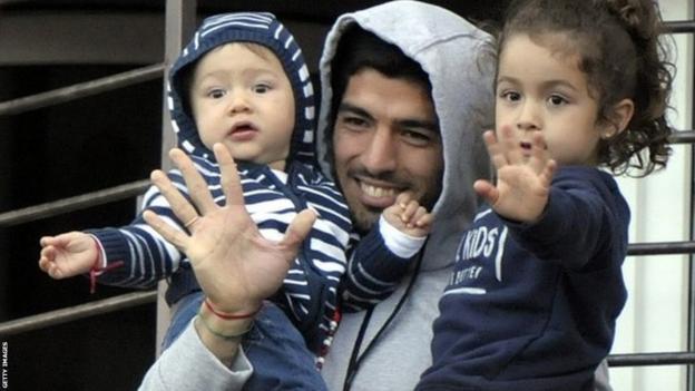 Luis Suarez with his children