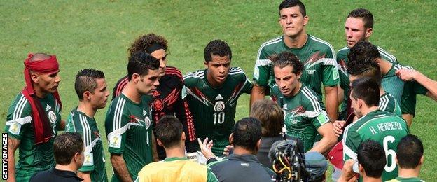 Mexico players take a drinks break