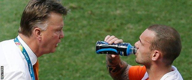 Netherlands v Mexico - Louis van Gaal and Wesley Sneijder