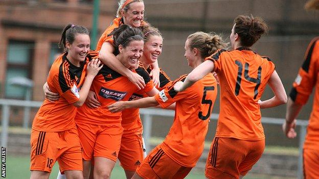 Glasgow City celebrate after coming back against Hibernian