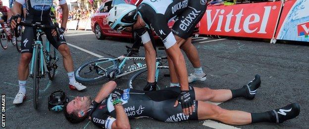 Mark Cavendish crashes on stage one