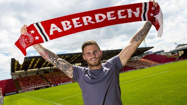 David Goodwillie is paraded at Pittodrie after penning a one-year contract