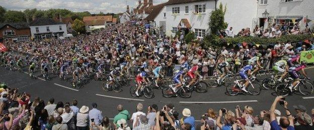 Spectators cheer as the pack passes during the third stage from Cambridge to London