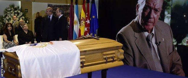 Florentino Perez stands next to the coffin of the late Alfredo Di Stefano