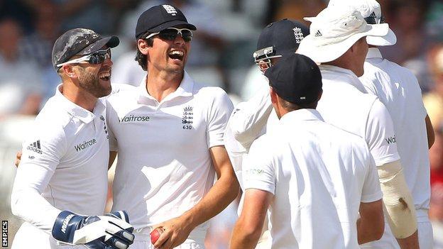England celebrate a wicket at Trent Bridge