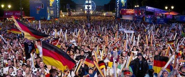 Public viewing at the Brandenburg Gate in Berlin