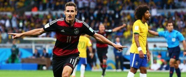 Miroslav Klose celebrates scoring his 16th World Cup goal, setting a new record.