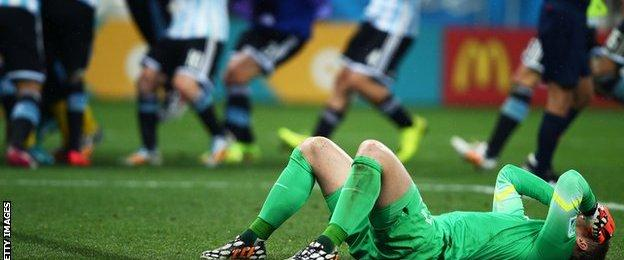 Argentina win the penalty shootout against Netherlands