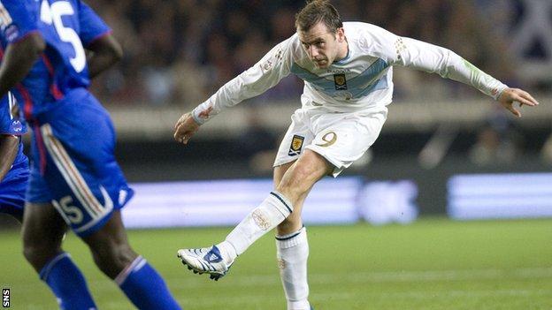 James McFadden scores for Scotland against France in 2007