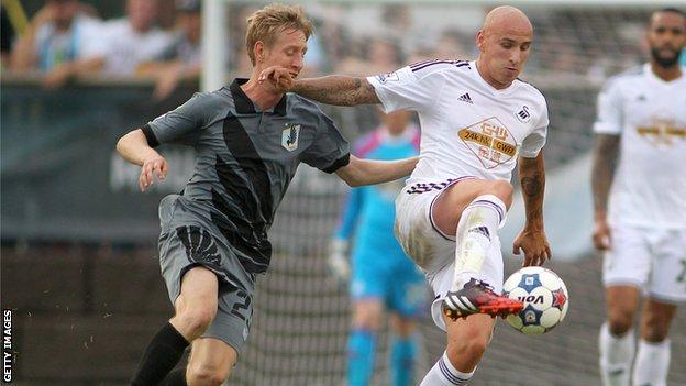 Jonjo Shelvey on the ball for Swansea in their friendly against Minnesota United