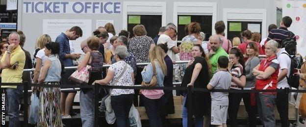 Glasgow 2014 ticket office queue