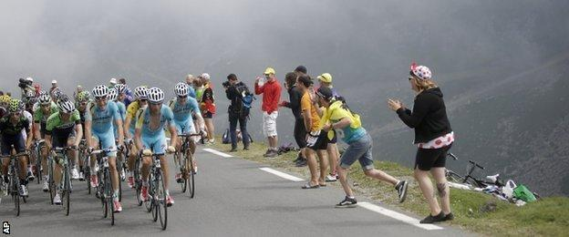 Vincenzo Nibali's Astana team-mates helped to pace him up the iconic Col du Tourmalet