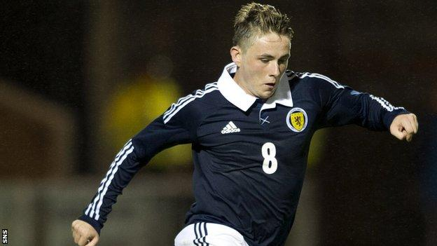 Scott Allan has signed a two-year contract with Hibernian