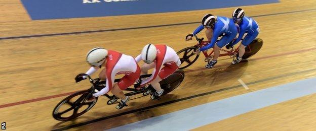 England lead Scotland in the tandem final
