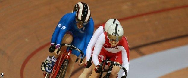 Action from the tandem sprint