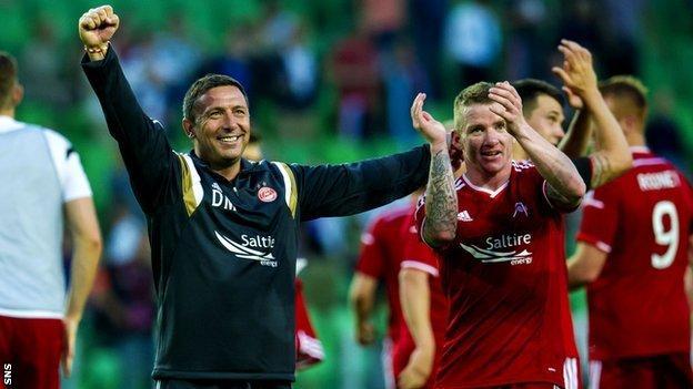 Derek McInnes celebrates with his players after Aberdeen beat Groningen