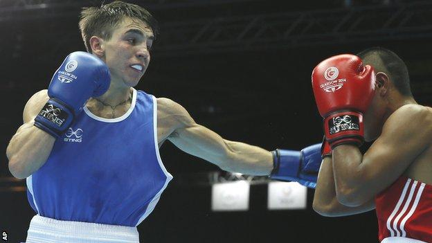 Conlan lands a punch in a one-sided last 32 contest