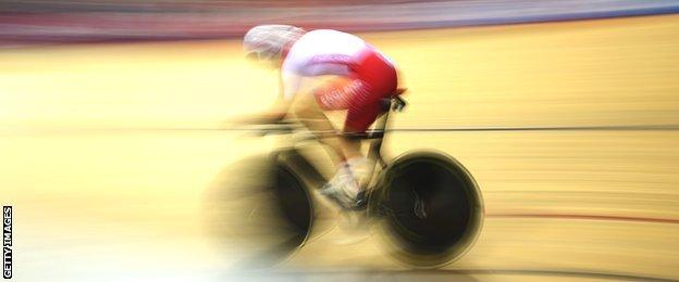 Joanna Rowsell in action in the women's individual pursuit in Glasgow