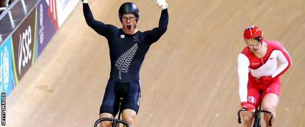 Jason Kenny loses to Sam Webster in the Commonwealth Games sprint final