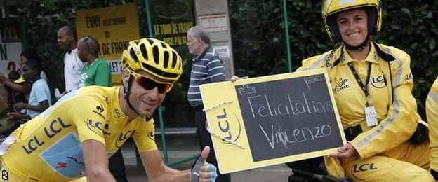 Vincenzo Nibali with Claire Pedrono, the official timekeeper