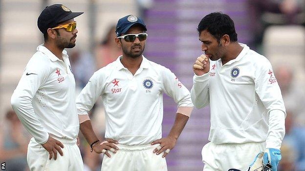 India captain Mahendra Dhoni (right)