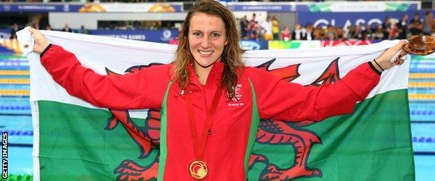 Jazz Carlin with her gold medal at the pool
