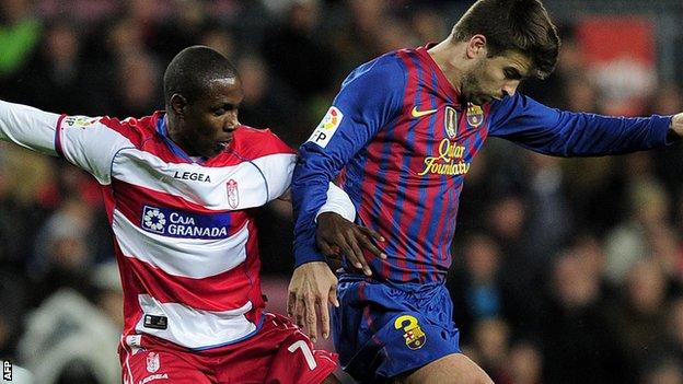 Odion Ighalo challenges Barcelona's Gerard Pique