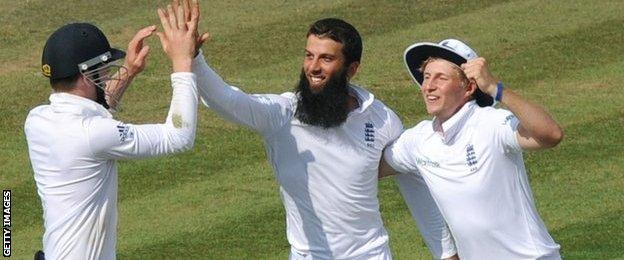 Sam Robson, Moeen Ali and Joe Root celebrate a wicket