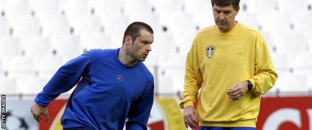 Mark Viduka is given instruction during a training session by Leeds coach Brian Kidd