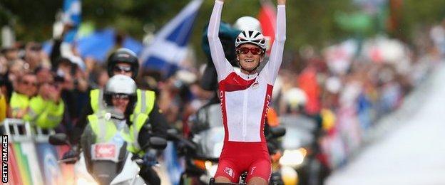Lizzie Armistead wins road race gold