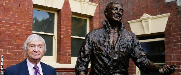 A statue of Richie Benaud was unveiled at the Sydney Cricket Ground in January 2008