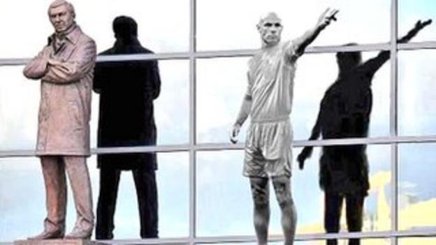 Fans poke fun at referee Howard Webb