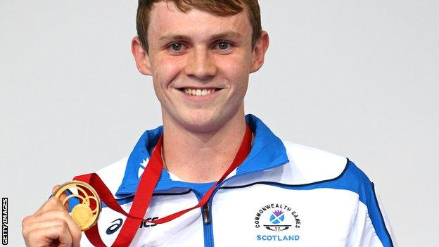 Ross Murdoch with his Glasgow 2014 Commonwealth gold medal